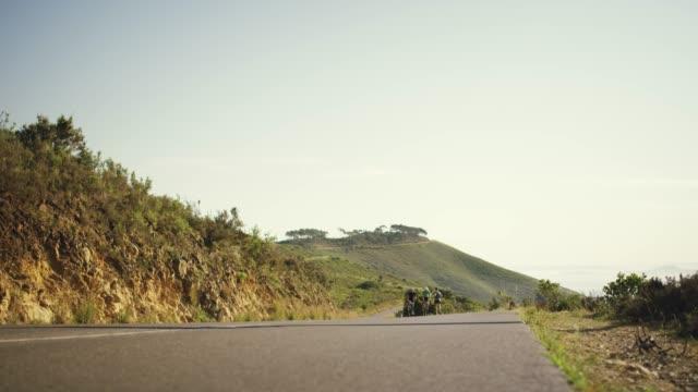 genießen sie die vorteile des trainings im freien - mountainbiking stock-videos und b-roll-filmmaterial