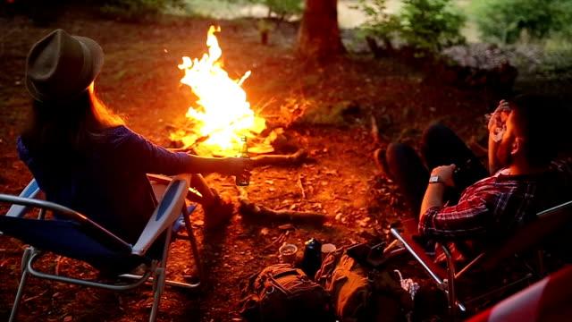 の夕べや自然の前には、キャンプファイヤー