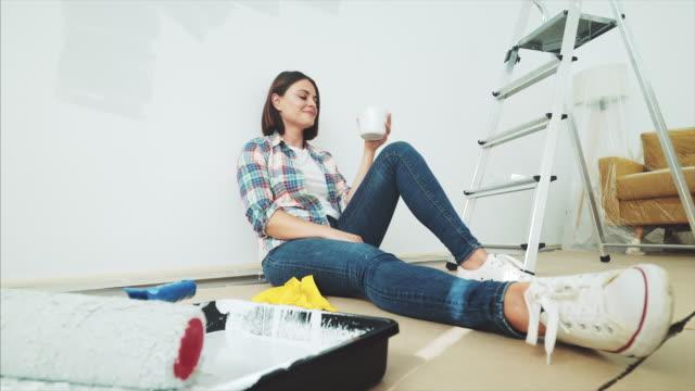 vídeos y material grabado en eventos de stock de disfrutar de un descanso mientras se renueva mi casa. - reforma