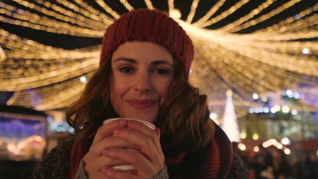 vídeos de stock e filmes b-roll de enjoying christmas season. - chávena