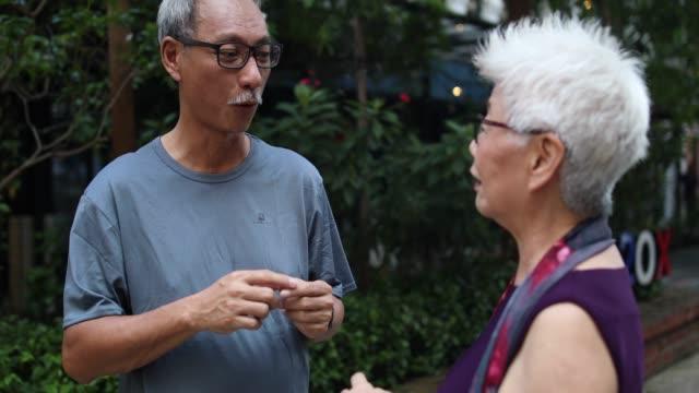 vidéos et rushes de profiter de moments de prendre leur retraite - débat