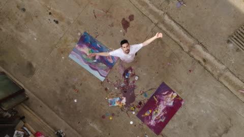 vídeos y material grabado en eventos de stock de disfrutando de pintura al aire libre - arte