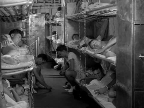 vidéos et rushes de enlisted men eating in mess hall enlisted men's quarters bunks airplane attendants lining up on flight deck pilots waiting in 'ready room' cu pilot... - 1941
