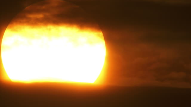 t/l enormous sunset close-up - zeitraffer stock videos & royalty-free footage