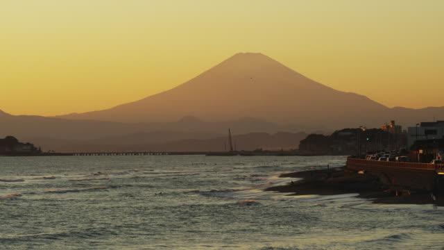enoshima island at dusk in japan - 相模湾点の映像素材/bロール