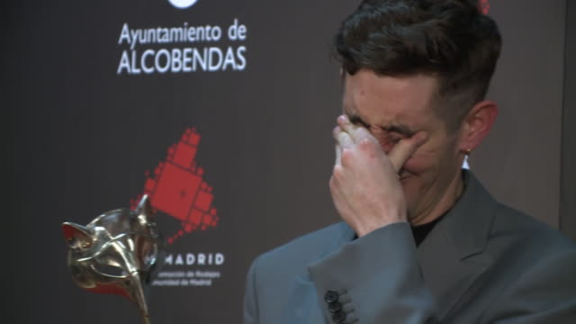 enric auquer poses in the press room after winning the best supporting actor award during 'feroz awards' 2020 at teatro auditorio ciudad de alcobendas - best supporting actor stock videos & royalty-free footage