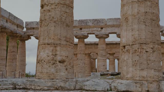 パエストゥム神殿のslo moエンタブラチュア - ペディメント点の映像素材/bロール