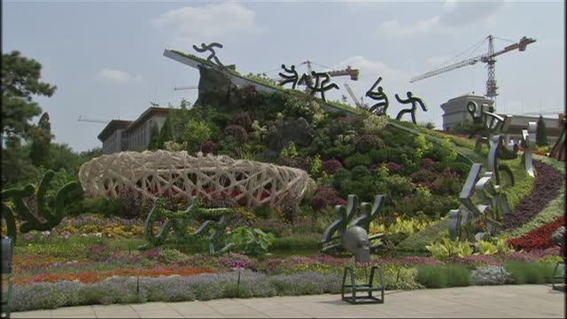 <<enter caption here>> on july 11 2014 in beijing china - 2014 bildbanksvideor och videomaterial från bakom kulisserna