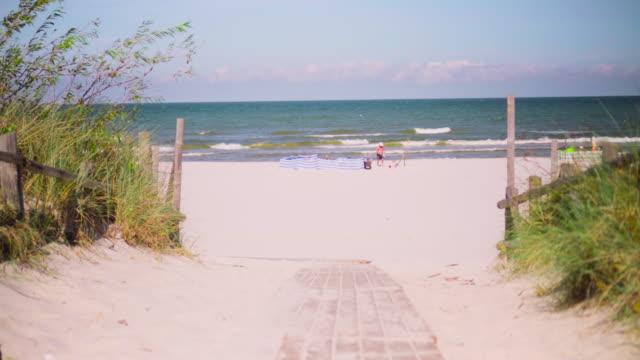 Enter on the ocena beach
