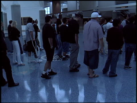 stockvideo's en b-roll-footage met enterance at the erotica la 2005 at los angeles convention center in los angeles california on june 12 2005 - los angeles convention center