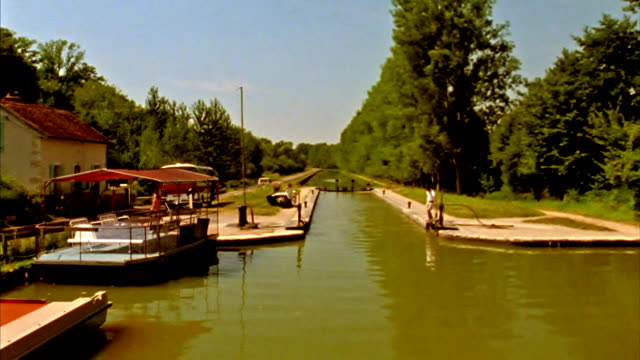 entering a lock in france - canal du midi stock videos & royalty-free footage