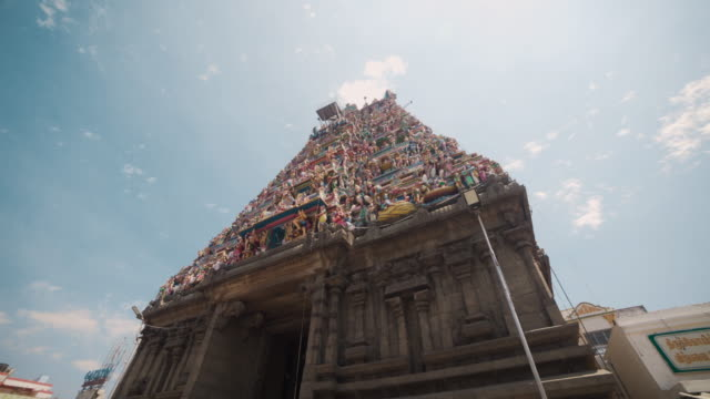 Entering at the hindu temple of Kapaleeswarar. Dolly shot, steadicam, walking motion