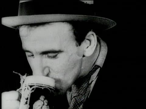 entertainer jimmy durante enjoys a mug of beer marking the repeal of prohibition - anno 1933 video stock e b–roll