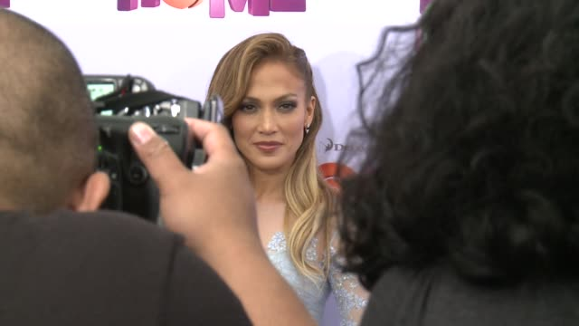 stockvideo's en b-roll-footage met entertainment stars jennifer lopez and rihanna took part in the premiere of the animation film home in which they lend their voices to some of the... - jennifer lopez