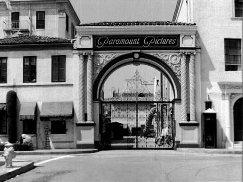 entrance gate to paramount pictures movie studio gates closed paramount pictures movie studio on january 01 1930 in los angeles california - paramount pictures stock videos & royalty-free footage