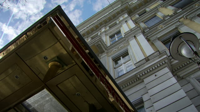 entrance hotel imperial vienna - austria - hotel stock-videos und b-roll-filmmaterial