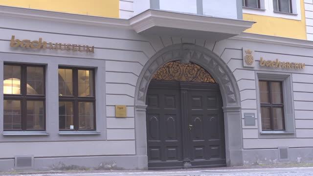 entrance of bach museum / bach archive  in leipzig - johann sebastian bach stock-videos und b-roll-filmmaterial