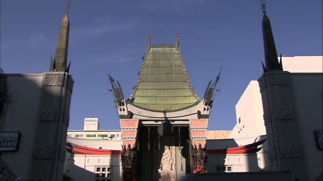 ms entrance of chinese theater - tcl chinese theater stock-videos und b-roll-filmmaterial