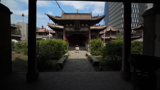vídeos de stock e filmes b-roll de entrance of choijin lama temple in city  - ulaanbaatar, mongolia - ulan bator