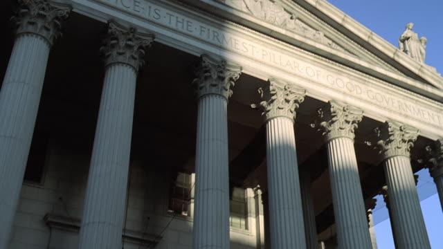 td entrance of courthouse / philadelphia, pennsylvania, united states - ペディメント点の映像素材/bロール