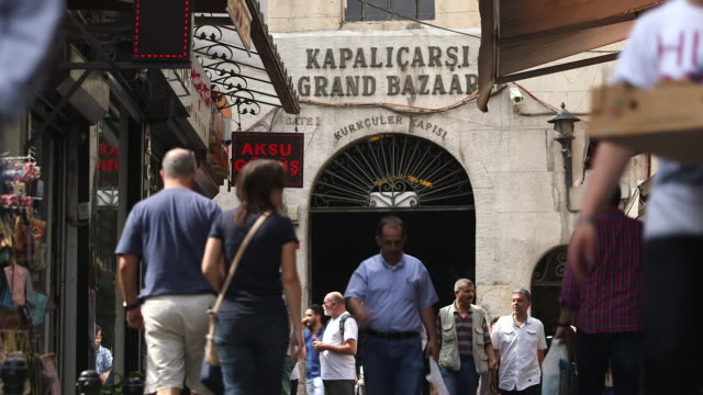 entrance of kapalicarsi grand bazaar - grand bazaar istanbul stock videos and b-roll footage