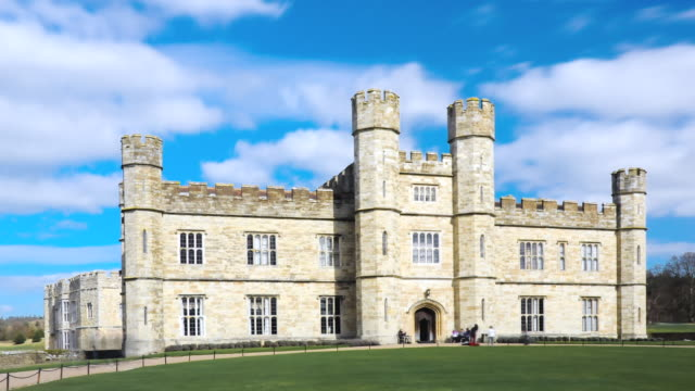 MS T/L Entrance of leeds castle in england / London, United Kingdom