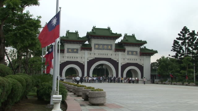 entrance of martyrs shrine in taipei taiwan - taiwanese flag stock videos & royalty-free footage
