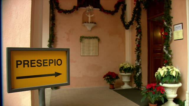 ms entrance sign for presepio (nativity/manger scene) at basilica dei santi cosma e damiano / rome, italy  - entrance sign stock videos & royalty-free footage