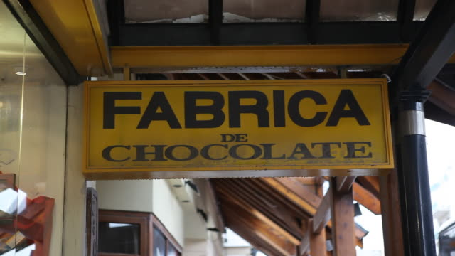 """entrance sign to the chocolate factory """"del turista"""" in bariloche in patagonia. - over eating stock videos & royalty-free footage"""