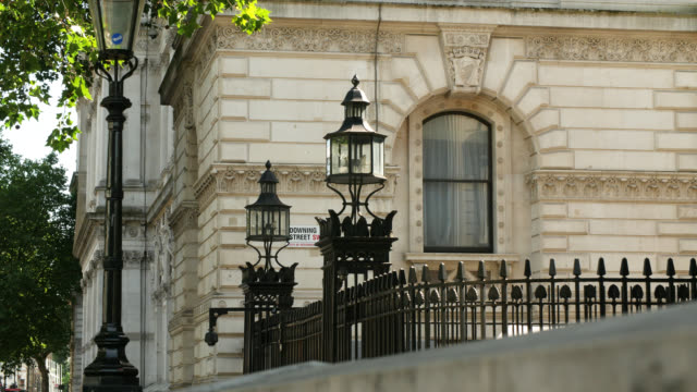 ms entrance to downing street in london - downing street stock videos & royalty-free footage