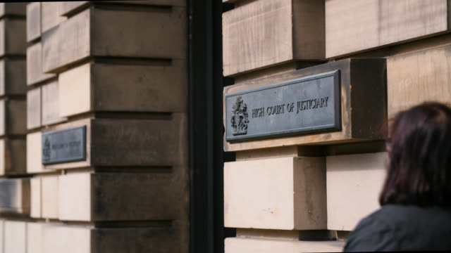 stockvideo's en b-roll-footage met entrance to high court of justiciary in edinburgh - gerechtsgebouw