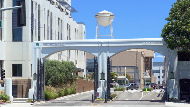 entrance to sony pictures entertainment studios (former columbia pictures entertainment) and famous water tower in culver city, los angeles, california, 4k - sony stock-videos und b-roll-filmmaterial