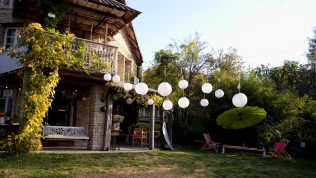 entrance to the gorgeous house on a country side - lanterna attrezzatura per illuminazione video stock e b–roll