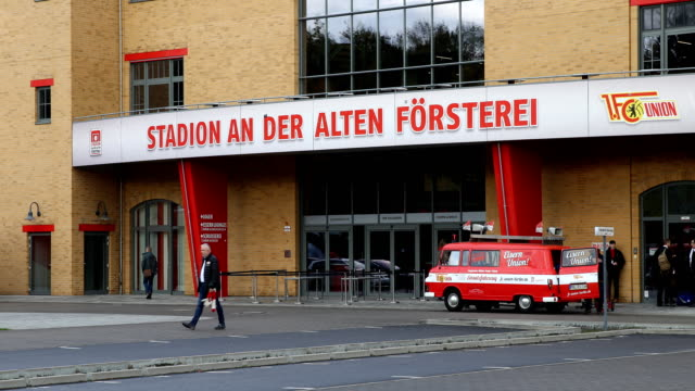 entrance to the stadium ahead of the bundesliga match between 1 fc union berlin and hertha bsc at stadion an der alten foersterei on november 2 2019... - sportliga stock-videos und b-roll-filmmaterial