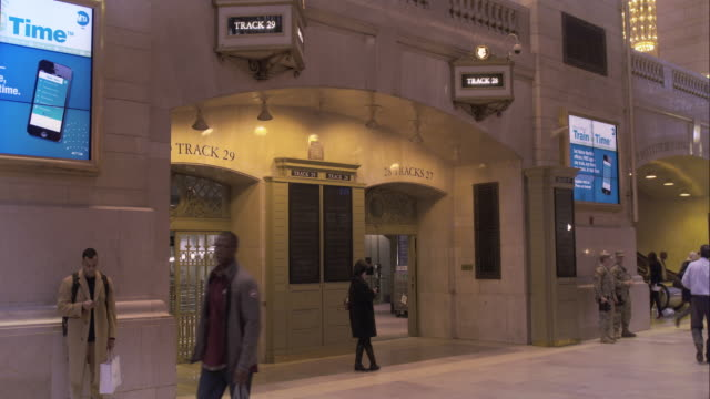 entrance to tracks 27 through 30 in grand central terminal - western script stock videos & royalty-free footage
