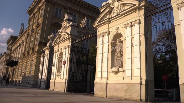vidéos et rushes de ws entrance university - varsovie