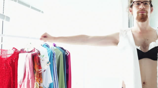 stockvideo's en b-roll-footage met entrepreneur fashion designer - beha