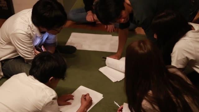 アントレプレナーシップ・スタートアップ・ミーティング - 討論点の映像素材/bロール