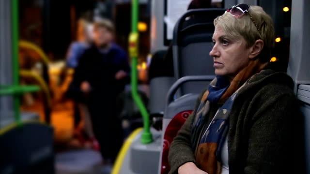 市バスの乗客のエントリ