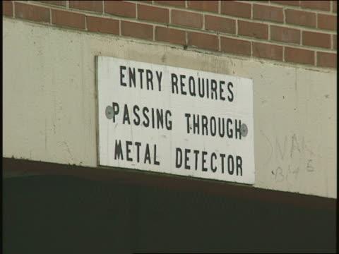 'entry requires passing through metal detector' sign - säkerhetsskanner bildbanksvideor och videomaterial från bakom kulisserna