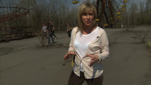 stockvideo's en b-roll-footage met environmental groups & former employees have accused the former soviet union of failing to protect people who helped clean up after chernobyl. it's... - kernramp van tsjernobyl