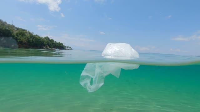 miljöfrågor: plast i havet - bildskadeeffekt bildbanksvideor och videomaterial från bakom kulisserna