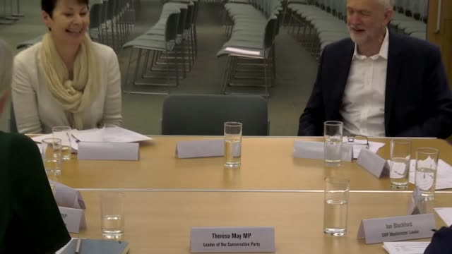 environmental protester greta thunberg meets westminster party leaders for a round-table discussion in the house of commons. miss thunberg met labour... - britisches parlament stock-videos und b-roll-filmmaterial