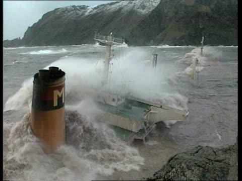 stockvideo's en b-roll-footage met environment/disasters: braer tanker disaster: weather condintions hamper salvage/islanders fears of health risks; cf tape no longer availabe... - piercen