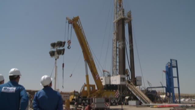 vídeos y material grabado en eventos de stock de epco / taq taq crude oil processing facility in kurdistan in northern iraq - estación de bombeo
