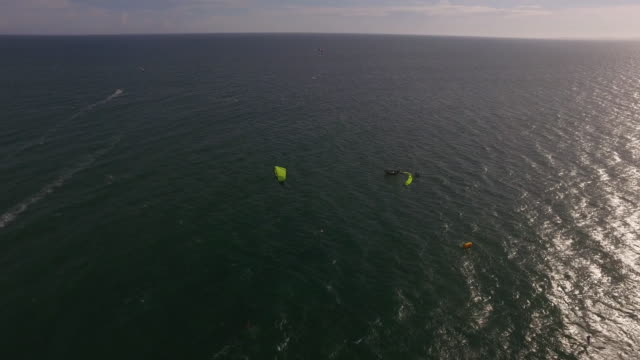 epic fly over of kitesurfer in the vietnamese ocean - surf fishing stock videos & royalty-free footage
