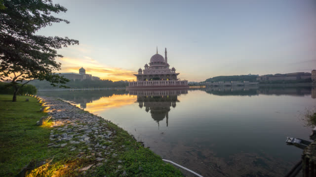 epic sunrise at putrajaya mosque. 4k proress 4444 time lapse - putrajaya stock videos & royalty-free footage
