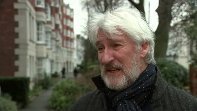 vídeos y material grabado en eventos de stock de epidemic of litter on motorways; england: london: ext jeremy paxman interview sot - jeremy paxman