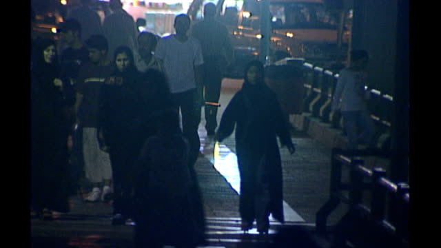 vídeos de stock e filmes b-roll de equality saudi women gain right to vote and run in local elections tx 2642006 saudi arabia jeddah ext / night shots of saudi people around seafront... - jiddah