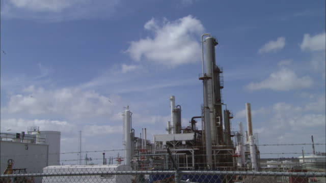 vidéos et rushes de ws equipment at oil refinery / corpus christi, texas, united states - industrie du pétrole